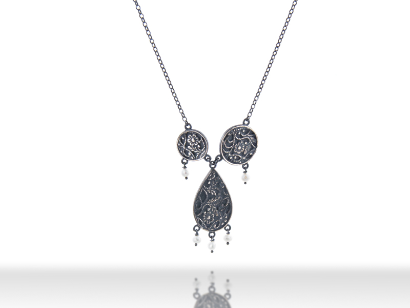 dark-necklace-2round-drop