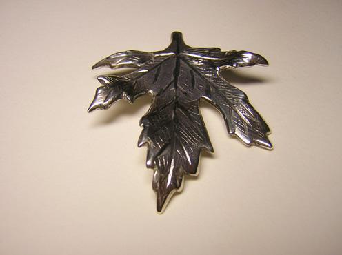 Silver pendant leaf