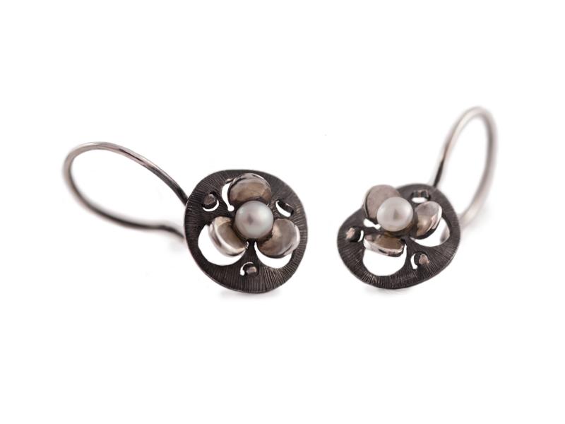 Dark sterling silver dangaling earrings with pearls