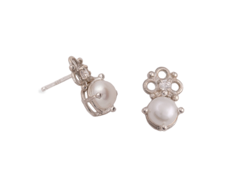 Silver studs with pearls and zircons