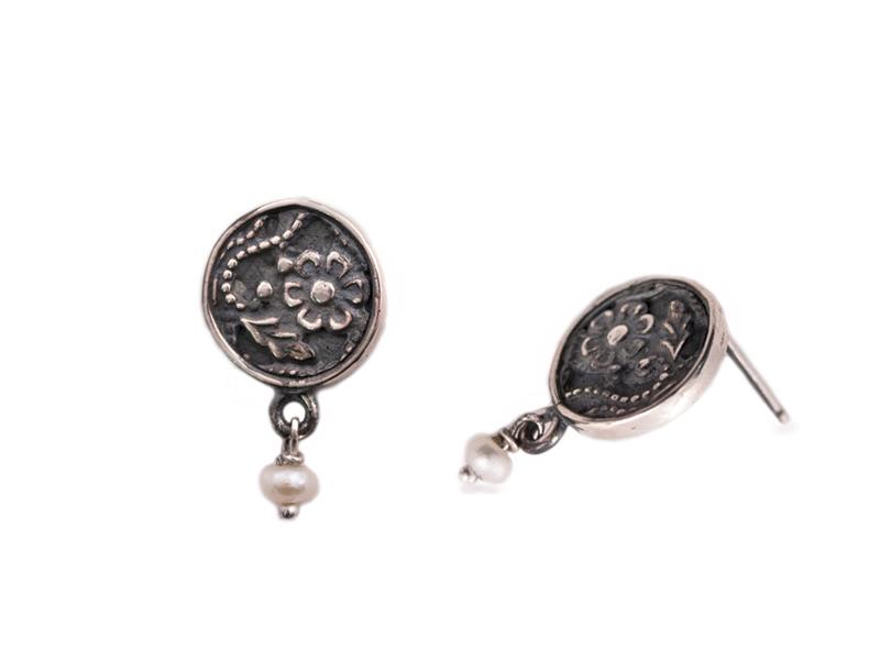 round-dark-earrings-1pearl